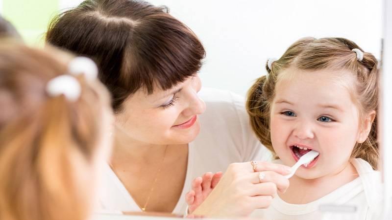 راهکارهایی برای والدین در آموزش مسواک زدن کودکان