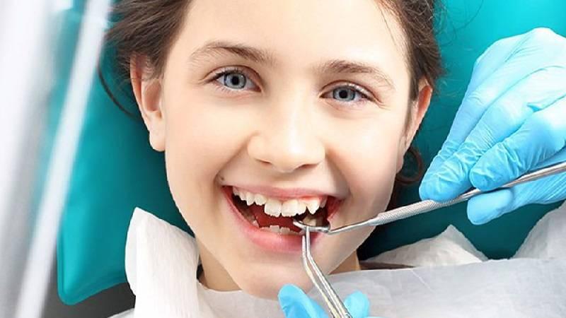 مصرف دارو برای درمان آبسه دندان کودکان.