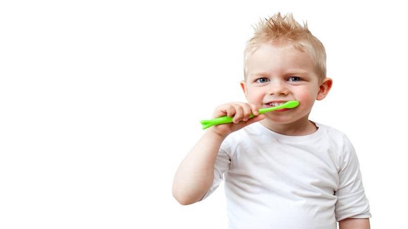 دندانپزشک کودکان اصفهان   مسواک کشیدن باعث بروز خونریزی لثه