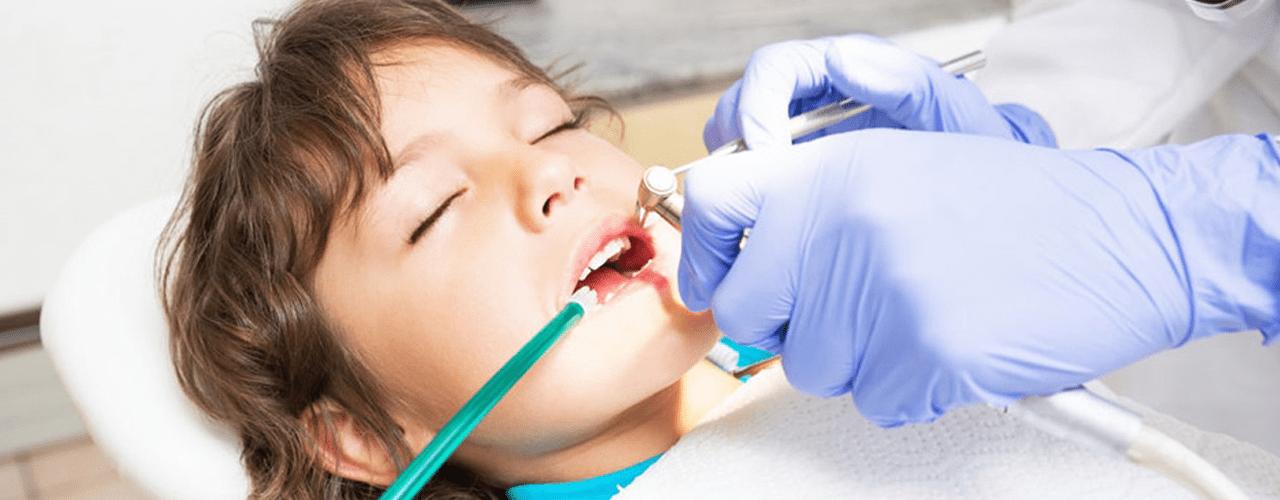درمان دندانپزشکی کودکان تخت بیهوشی
