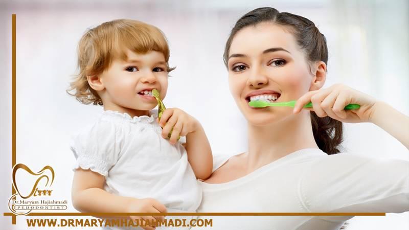 تمیز کردن دندان های لکه دار کودک